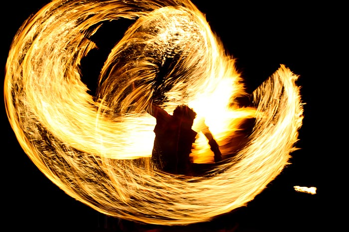 Fire dancer, Germaines Luau