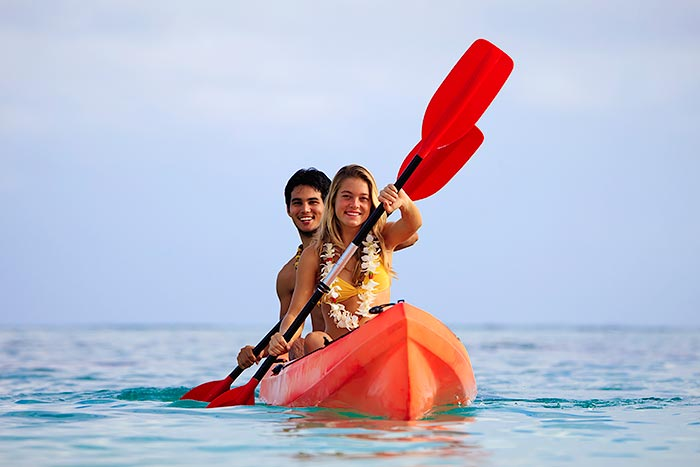 Couple kayaking in Oahu